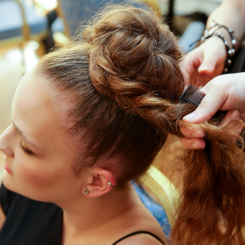 Dirndl-Frisur: Der Alm-Dutt