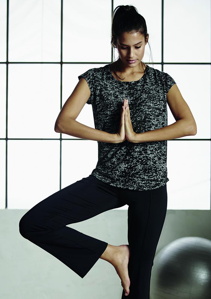 Ernsting's family_Sportoutfit_Yoga_Pilates-aktiv-ins-neue-Jahr_2016_6