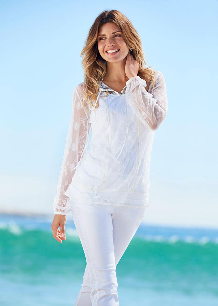 Weiß_die_Trendfarbe_für_den_Sommer-Bluse_und_Hose