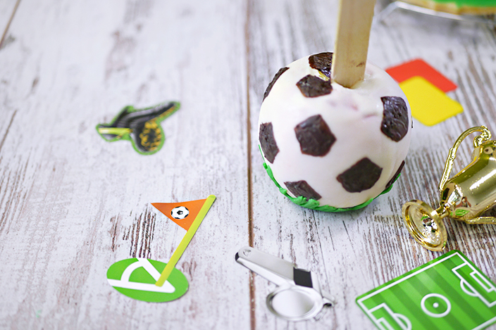 Fußball-Rezepte, Backen mit Kindern, EM-Rezept, Schoko-Fußball, Fußball aus Schokolade, Schoko-Fußball-Apfel