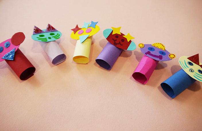 Fingerpuppen basteln, Basteln mit Tonpapier, Fingerpuppen, Basteln in den Ferien