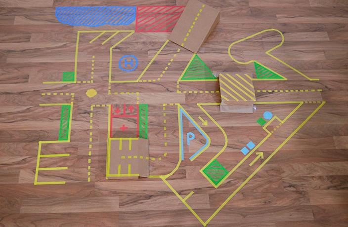 mit washi tape basteln wir kleben einen spielteppich. Black Bedroom Furniture Sets. Home Design Ideas