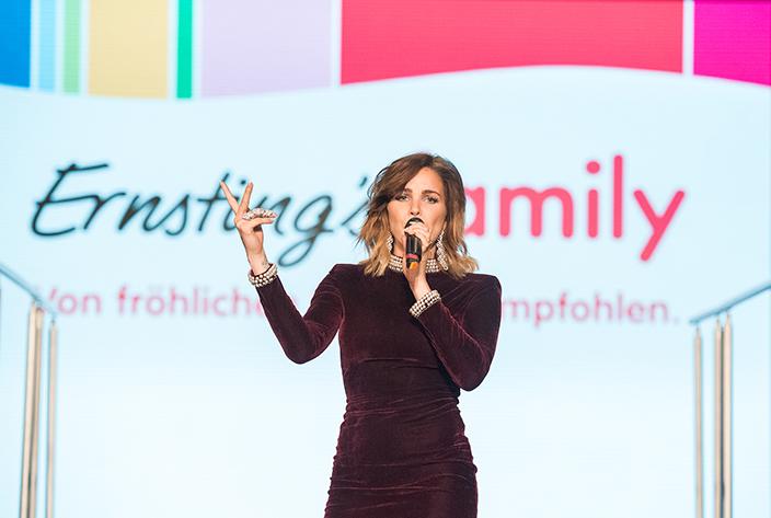 Sängerin Jean Pearl auf der Ernsting's family Fashion Show 2017