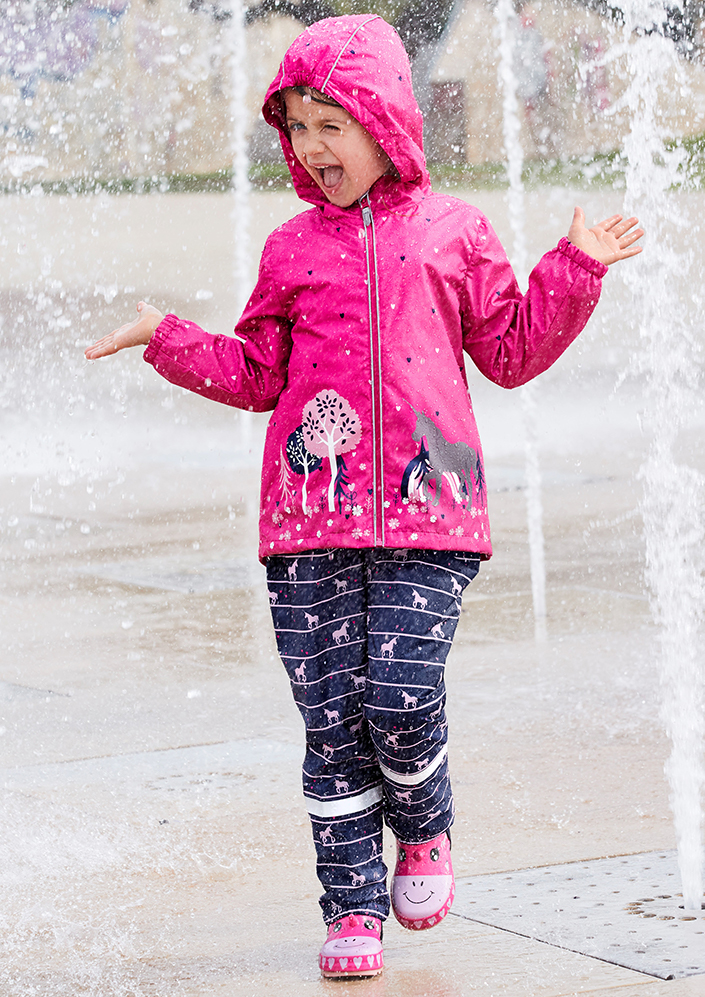 Schulstart, Schultag, Einschulung, Schule, Regen, Sport, Kinder, Schulkind