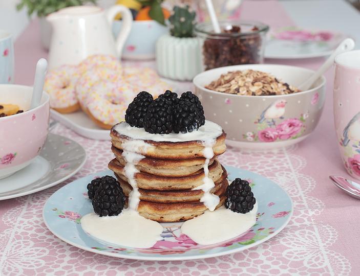 Frühstück, Granola, Pancakes, myhome, Deko, Tischgedeck, Sommerfrühstück, breakfast, Backen, DIY